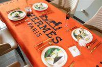 простые кухни оптовых-H Письмо Печати Скатерть Оранжевый Лошадь Дизайн Водонепроницаемый Скатерть Мода Кухня Простой Роскошный Скатерть