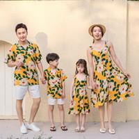 zusammenpassende familienkleidhemden großhandel-Mutter und Tochter Abendkleider Familie passenden T-Shirts Mama und ich Plus Size Blume gelb Brautkleid Papa Sohn Sets