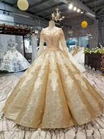 robes de mariage corset manches perlées achat en gros de-Robe de mariée pailletée or brillante or Robe de mariée de luxe à Dubaï à manches longues arabe perlé épaule Corset Retour Princesse Tssels robe de mariée