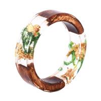 hölzerne pflanze großhandel-Neuheit Handgemachtes Holz Harz Ring Mit Blumen Pflanzen Innerhalb Frauen Mädchen Holz Ring Schmuck Fashion Statement Ringe Heißer Verkauf