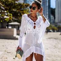 cubre bikini blanco al por mayor-2019 Crochet Vestido de playa de punto blanco Vestido largo Túnica Pareos Bikinis largos Cubrir Bata de baño Robe Plage Ropa de playa