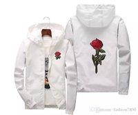 ingrosso moda giovani uomini neri-Rose Jacket Windbreaker per uomo e giacca da donna giovani amanti del college Fashion White Black Roses Outwear Coat pluz size 10 #