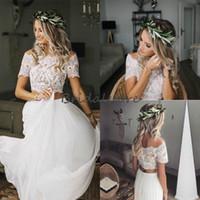 kısa vintage düğün elbisesi düğmesi toptan satış-Mütevazı İki Adet Gelinlik Boho Kırpma Üst Dantel Bateau Boyun Çizgisi Şifon Ülke Gelinlik Kısa Kollu Düğme Geri Ucuz Gelin Kıyafeti