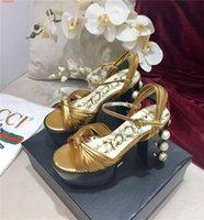 ingrosso disegni perla nera-Décolleté in stile elegante Scarpette da sposa color oro nero Decori di perle con design più recente per rivetti