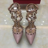 tacones sexy vestido negro al por mayor-Zapatos de tacón alto de las mujeres Zapatos de vestir de diseño remaches de las niñas sexy punta estrecha zapatos hebilla plataforma bombas zapatos de boda negro blanco color rosa