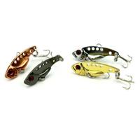bajos gratis al por mayor-Señuelos de pesca 3D Eyes Metal VIB Señuelos de pesca Cebos para peces Bajo Crankbait Pesca Spinner Blade Golden Envío gratis