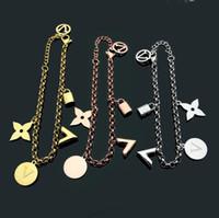 ingrosso vecchi gioielli di stile-Moda V Shape Jewelry Desginer Donna Bangles Classic Old Flower Charm Bracciali Bangle Lettera Buckle Bracciale New Style bracciali