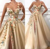 ingrosso vestito da sera del merletto di 3d-2019 Una spalla Tulle Una linea lunga Prom Dresses 3D Floral Lace Applique in rilievo Split Floor Lunghezza formale Abiti da sera partito BC0684