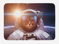 raumkulissen großhandel-Space Cat Fußmatte Brave Astronaut Kitty im Raumanzug Above World mit Mondfinsternis Hintergrund Wohnkultur Fußmatte Teppiche