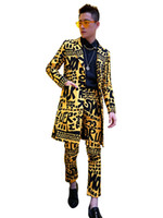 ingrosso yellow fitted men blazer-Men Long Casual Suit Sets (giacca + mutanda) Maschile Slim Fit Blazer Yellow Suit Jacket Nightclub Stage Singer Abbigliamento DJ