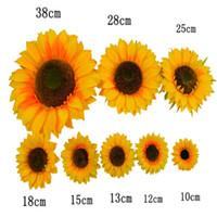gerbera sonnenblume großhandel-Neue Ankunft Gelb Künstliche Seide Sunflower Köpfe Für Home Hochzeit Ereignis DIY Dekorationen Liefert Viele Größe Vorhanden