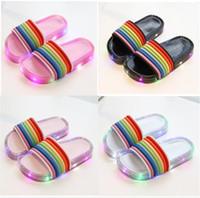payet kız ayakkabıları toptan satış-Çocuklar LED Işık Gökkuşağı Terlik 2019 Yaz Çocuk Yanıp Sönen Jöle Sandalet Tasarımcı Sequins Parlayan Sandalet Kızlar Seyahat Plaj Ayakkabıları A5801