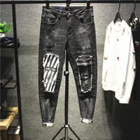mode jeans große löcher großhandel-Europäische und amerikanische Mode Street Fashion Persönlichkeit Loch großen Patch Nähen gestreiften Jeans Herren Trend dünne Füße Hosen