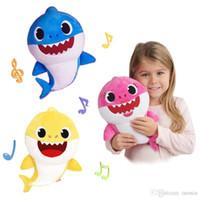 bebek hediye oyuncakları toptan satış-PinkFong Bebek Köpekbalığı Dolması Aydınlatma Shiner Bebekler Sıkmak Karikatür Peluş Oyuncaklar Singing Ses Yumuşak Bebek Çocuklar için Noel Hediyesi Parti Kaynağı