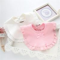 baberos pañuelo blanco al por mayor-100% algodón Baby burp Bids Lace Bow Pink And White Bib Bebés baberos baberos Cute Bib Infantil Saliva Toallas Burp paño