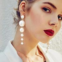 küpeler inci zincir toptan satış-10 Adet Moda Zarif Uzun İnci Dangle Küpe Düzenlendi Büyük Simüle Inci Zincir Küpe Gelinler Nedime Düğün Parti Takı için