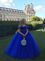 mavi güzel gelinlik toptan satış-Külkedisi Güzel Kraliyet Mavi Çiçek Kız Elbise 2019 Kapalı Omuz Kabarık Etek Tutu Prenses Küçük Kızlar Doğum Günü Düğün Elbisesi