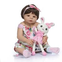 ingrosso bambola reale piena-56CM 0-3M bambino reale dimensione bambina in marrone colore della pelle bambola bebe bagno giocattolo rinascere in silicone completo del corpo lol bambole