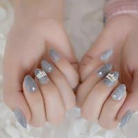 volle runde kronen großhandel-Marble Gestaltet Short gefälschter Nagel 3D Kronprinzessin Grau Customized falsche Nagel Runde Süße Dating Adult Nails
