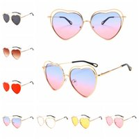 Wholesale plastic hollow hearts resale online - Peach Heart Sunglass Hollowing Out Eyewear Lovers Couple Summer Beach Fashionable Sunshade Cat Eye Popular MMA1996