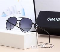markenname gläser für großhandel-Name Marke Sonnenbrillen Frauen 2019 New Designer RUNDE Rahmen mit Kette Sonnenbrille Einfache Gläser Reflektor beste Qualität mit Box