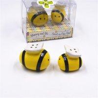 ingrosso agitatori di pepe di sale del bambino-2pcs ceramica Honeybee Condimento Pot Baby Shower Bee Sale Pepe Agitatori Regalo di nozze Favore Souvenir Con scatola di plastica 3 2ts hh