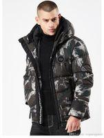 abrigos gruesos para hombre al por mayor-Abrigos de diseñador de invierno para hombre Moda de camuflaje Chaquetas gruesas con capucha Con cremallera negra Chaquetas de algodón Moda