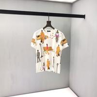 wanderhemden großhandel-19ss Luxus Europa Paris Walking Show Zeichen Darstellung Print T-shirt Mode Männer Frauen Hohe Qualität T-shirt Casual Baumwolle T