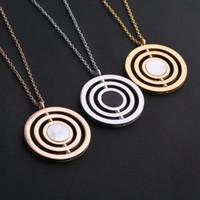 weißgoldkreis anhänger großhandel-Neu kommen mode dame titanium stahl 18 karat vergoldet halskette mit drei kreis schwarz weiß perlmutt doppelseitige beschriftung anhänger