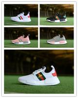 calcetines blancos para niñas pequeñas al por mayor-2019 Niños niños niñas NMD R1 Zapatos para niños pequeños Blanco Rojo Rosa Cristal Lentejuelas blancas Zapatillas de deporte de ciudad calcetines Zapatillas para correr 28-35