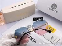 neue gold-mode-gürtel großhandel-Quadratisches Logo auf luxuriösen Herrenbrillen-Designer-Sonnenbrillen Heller schwarzer und goldfarbener, brandneuer Gürtelkasten für luxuriöse Herrenmoden-Sonnenbrillen