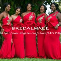 vestidos de dama de honra ouro vermelho venda por atacado-Rose Red Satin Side Dividir Sereia Vestidos de Dama de Honra 2019 Ouro Appliqued Vestido Formal Maid of Honor Vestidos Ruffle Peplum Convidado Do Casamento Vestido