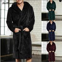 kimonos masculinos al por mayor-2018 Nuevos Hombres de Invierno Albornoz de Lujo Para Hombre de Seda Cálida de Franela Larga Kimono Traje de Baño Ropa de Casa Hombre Bata de Baño Albornoces