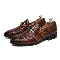 schuh der niedrigen fersenmänner großhandel-Mens-Kleid-Schuh-Geschäfts-formale Schuhe Keilabsatz Loafers Low Top-Beleg auf beiläufige Leder faule gefälschte Schuhe für Herren