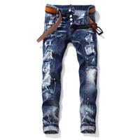 kot pantolon düğmeleri toptan satış-Erkekler Tasarımcı Yırtık Kot Delik Yama Nakış Düğme Baskılı Kot Pantolon Ince Hip Hop Biker Denim Hafif Sıska Pantolon LJJA2570