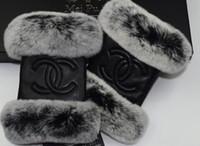 guantes de piel de conejo real al por mayor-Guantes de piel de oveja de marca, moda térmica de invierno para mujer, incluso guantes de piel de piel de conejo de dedo