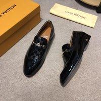 modelos vestidos de negro al por mayor-Newst 8 Modelo Luxury Men Shoes Diseñador de zapatos Calzado Hombres Hombres de alta calidad zapatos de marca Hombre Zapatos de vestir Mocassin Botón de metal Negro Marrón Gris