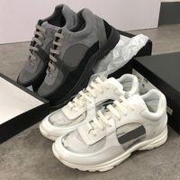 beyaz dantel naylon çorap toptan satış-2019 tasarımcı patent pvc spor ayakkabı siyah süet dana derisi spor ayakkabı naylon kuzu derisi koşucular eğitmenler sarı pembe Mor beyaz düşük lace up spor ayakkabı