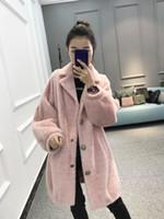lange mantel weibliche modelle großhandel-2019 neue Explosion Modelle heißen Persönlichkeit Temperament wilde Mode Gold Samt Mantel langen Mantel weiblichen dicken wollenen Winter Flut rosa
