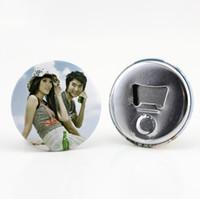 flaschenöffner magnete großhandel-Kundengebundene Knopf-Abzeichen-Flaschenöffner-personalisierte Kühlschrankmagnet-Flaschenöffner-Gastgeschenk-Andenken
