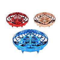 juguete del frisbee del ufo al por mayor-Mini avión de inducción de suspensión de 4 ejes LED Mano Volando UFO Bola 360 Grados Rotativo Multijugador Entretenimiento Interactivo Juguete para Niños Regalo