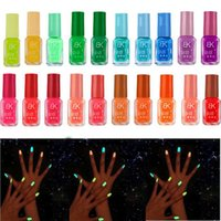 brillo de barniz al por mayor-20 esmalte de uñas de gel fluorescente neón fluorescente de color caramelo para brillo en esmalte de uñas oscuro esmalte de manicura para fiesta de barra RRA1512