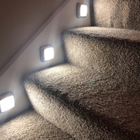 luces de batería para armarios. al por mayor-Sensor LED Luz nocturna Luces del armario Lámpara con pilas Sensor de movimiento LED Lámpara de pared Gabinete Escaleras Luz