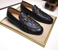zapatos de cuero suave para hombre al por mayor-2018 zapatos de lujo de diseñador para hombre Zapatos de cuero genuino para hombres Mocasines suaves Mocasines Hombres de la marca de moda Cómodos zapatos de conducción TAMAÑO: 38-44