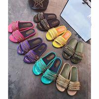 cajas de goma al por mayor-Diseñador de las mujeres de la cadena de diapositivas sandalias planas playa al aire libre moda Causal de goma zapatillas planas Nuevo con caja