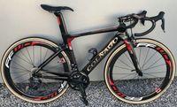 karbon bisiklet grupları toptan satış-Colnago Konsept Kırmızı parlak Tam Karbon Yol Ile komple Bisiklet Bisiklet 105 R7010 Groupset FFWD 50 MM TEKERLEKLI
