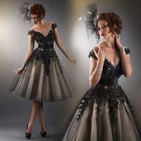 cortos vestidos semi formales negros al por mayor-Vestido de fiesta corto negro con mangas casquillo Champagne con vestido de fiesta semi formal de encaje