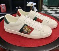 diseño de zapatos casuales al por mayor-Diseñador de moda de lujo de los hombres de las mujeres zapatillas de deporte diseño atractivo ACE bordado abeja la cabeza del tigre de la serpiente Perro Fruit plano ocasional unisex Formadores