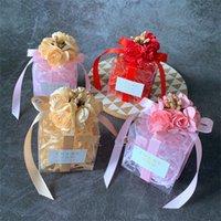 hediye için açık pvc kutuları toptan satış-Nikah Şekeri Kutusu Pvc Şeffaf Kare Hediyeler Kılıf İle Dekoratif Simüle Çiçek Şeker Depolama Organizatör İçin Parti 1 7 de E1 Malzemeleri