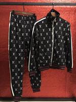 survêtement en coton noir achat en gros de-NOUVEAU Marque Designer Hommes Survêtement Sport Suit Noir Pas Cher Pour Hommes Sweat Et Pantalon Costume De Haute Qualité Coton À Manches Longues Cardigan Sport Costumes